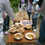 今回も里乙女の会のみなさんに昼食を作っていただきました。 地元野菜の入ったカレー 今回は大鍋で作ったのでタップり。 おかわり可