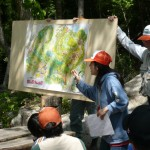 今回のフィールドは松ケ原の中でも新しく、今まで人が入っていない場所で、 「コバノミツバツツジ」が多く咲いている場所です。 大きな地図を作って説明しました。